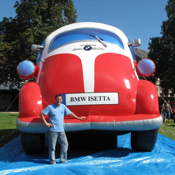 Bluebird-Balloons - Inflatable product replica - The biggest inflatable Isetta of the world
